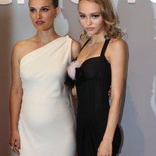 Venezia 2016: Natalie Portman, Lily-Rose Depp prima di entrare in sala per il film Planetarium