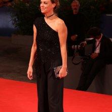 Venezia 2016: Margherita Buy posa sul red carpet di Questi giorni