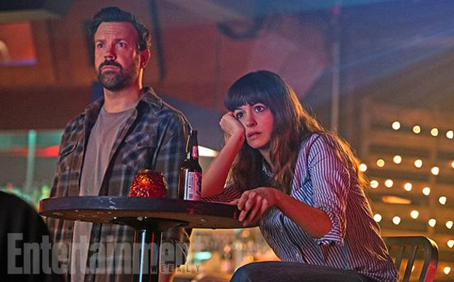 Anne Hathaway e Jason Sudeikis in Colossal