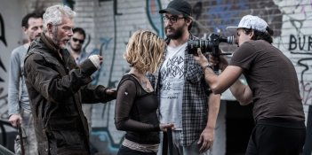 images/2016/09/09/dont-breathe-set-photo-fede-alvarez-stephen-lang-and-jane-levy.jpg