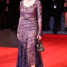 Venezia 2016: Monica Belluci posa sul tappeto rosso di Sulla via lattea