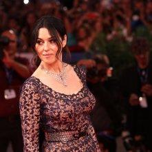 Venezia 2016: Monica Bellucci sul tappeto rosso di Sulla via lattea