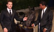 Venezia, Chris Pratt e Denzel Washington sul red carpet con un cavallo