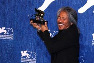 Venezia 2016: Lav Diaz al photocall dei premiati