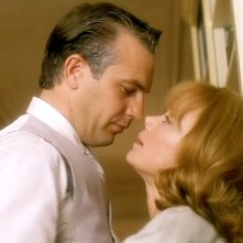 JFK - Un caso ancora aperto: Kevin Costner e Sissy Spacek in una scena del film