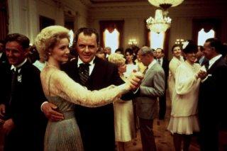 Gli intrighi del potere - Nixon: Anthony Hopkins e Joan Allen in una scena del film