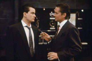 Wall Street: Michael Douglas e Charlie Sheen in una scena del film