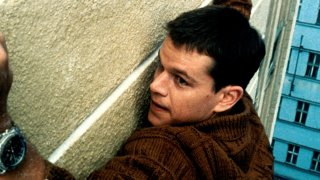 Matt Damon in una scena del film The Bourne Identity