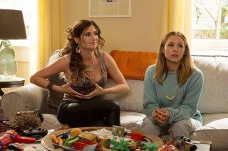 Bad Moms - Mamme molto cattive: Kristen Bell e Kathryn Hahn in una scena del film