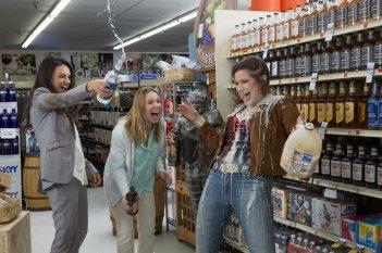 Bad Moms - Mamme molto cattive: Kristen Bell, Kathryn Hahn e Mila Kunis in una scena del film