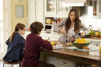 Bad Moms - Mamme molto cattive: Mila Kunis, Oona Laurence ed Emjay Anthony in una scena del film