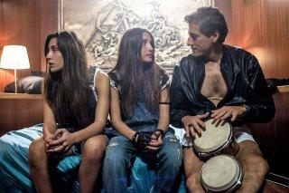 Indivisibili: Angela Fontana, Marianna Fontana e Gaetano Bruno in una scena del film