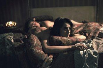 La verità sta in cielo: Greta Scarano e Riccardo Scamarcio in un momento del film