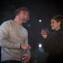 Morgan: Boyd Holbrook e Kate Mara in una scena del film