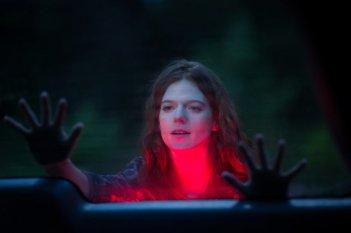 Morgan: Rose Leslie in una scena del film