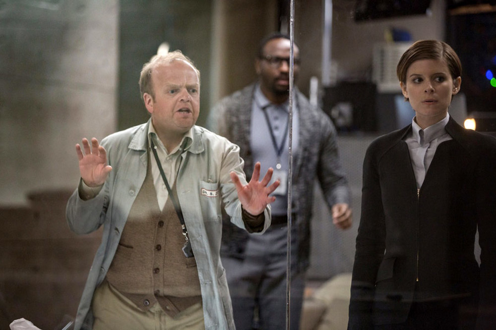 Morgan: Toby Jones, Michael Yare e Kate Mara in una scena del film