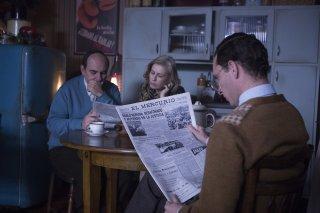 Neruda: Luis Gnecco, Mercedes Morán e Pablo Derqui in una scena del film