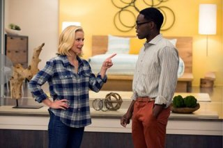 The Good Place: Kristen Bell e William Jackson Harper in una foto del pilot