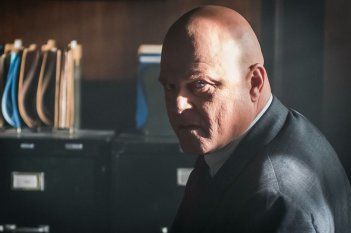 Gotham: Michael Chiklis in una foto di Better To Reign in Hell