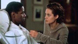 Il collezionista di ossa: Denzel Washinton e Angelina Jolie in un momento del film