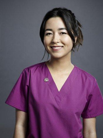 Heartbeat: Maya Erskine in una foto promozionale della serie