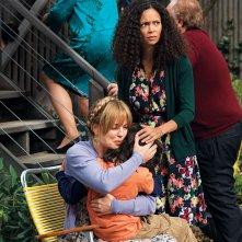 The Slap: Melissa George e Thandie Newton in una scena della miniserie