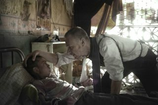 The Exorcist: gli attori Isaac Linares e Ben Daniels in Chapter One: And Let My Cry Come Unto Thee