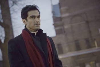 The Exorcist: una foto dell'attore Alfonso Herrera in Chapter One: And Let My Cry Come Unto Thee