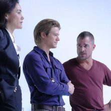 MacGyver: Sandrine Holt, Lucas Till e George Eads in The Rising