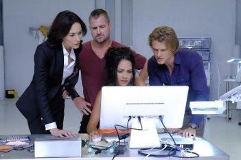 MacGyver: una foto del cast tratta dall'episodio The Rising