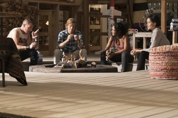 MacGyver: George Eads, Lucas Till, Tristin Mays e Sandrine Holt in The Rising