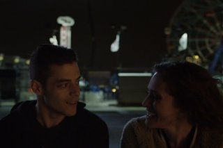 Mr. Robot: Rami Malek e Carly Chaikin nell'episodio eps1.7_wh1ter0se.m4v