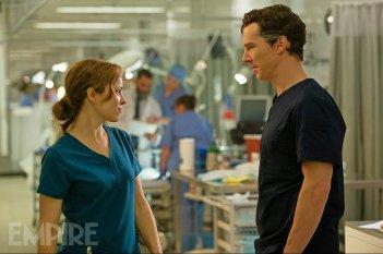 Doctor Strange: Rachel McAdams e Benedict Cumberbatch in una foto del film