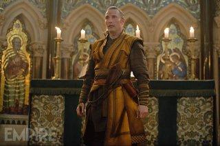 Doctor Strange: Mads Mikkelsen in un'immagine del film