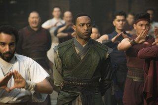 Doctor Strange: l'attore Chiwetel Ejiofor in una foto del film Marvel