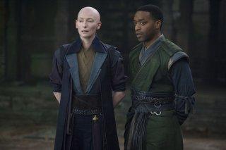 Doctor Strange: Tilda Swinton e Chiwetel Ejiofor in una foto del film