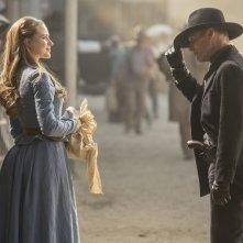 Westworld: Evan Rachel Wood ed Ed Harris in una foto della serie