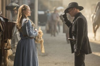 Westworld: Evan Rachel Wood ed Ed Harris in una foto della serie