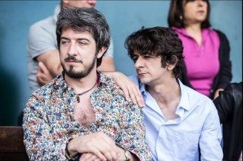 I babysitter: Paolo Ruffini e Francesco Mandelli in una scena del film