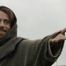 Il sogno di Francesco: Elio Germano in una scena del film