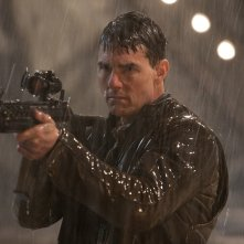 Jack Reacher: Punto di non ritorno - Tom Cruise armato in una scena del film
