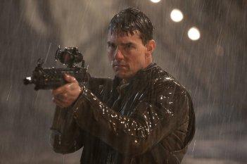 Jack Reacher: Punto di non ritorno - Tom Cruise armato in una scena del film