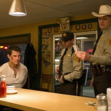 Jack Reacher: Never Go Back - Tom Cruise, Judd Lormand e Jason Douglas in una scena del film