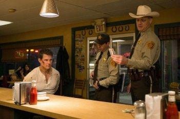 Jack Reacher: Never Go Back - Tom Cruise, Judd Lormand e Jason Douglas in una scena del film