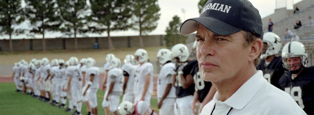 Friday Night Lights: Billy Bob Thornton in una scena