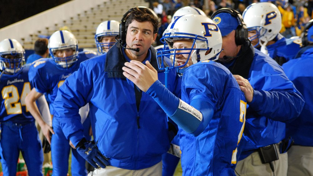 Friday Night Lights: una scena della serie con Kyle Chandler