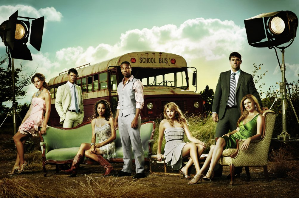 Friday Night Lights: un'immagine promozionale con il cast del teen drama