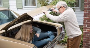 Crisis in Six Scenes: un'immagine con Woody Allen e Miley Cyrus