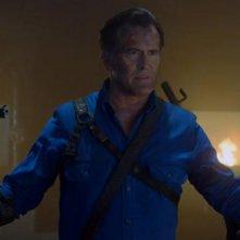 Ash vs Evil Dead: Ray Santiago, Bruce Campbell e Dana DeLorenzo nell'episodio Home