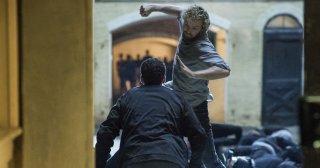 Finn Jones in una spettacolare immagine di Iron Fist